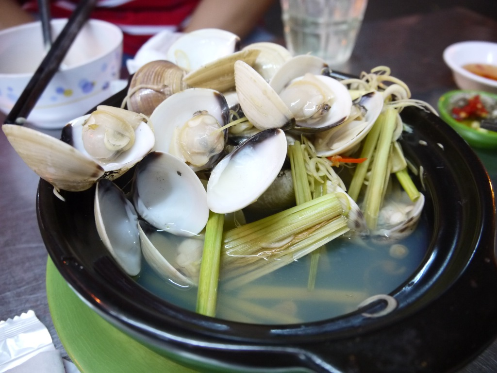 Steamed clams with lemongrass
